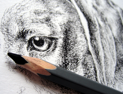 Угольный карандаш для рисования - рисунок собаки - фото