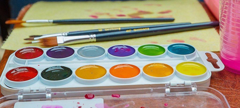 Чем отличается акварель от гуаши - состав и цвет - фото