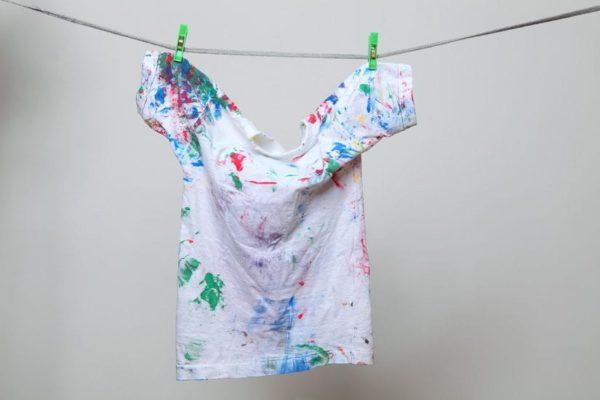 Как вывести акварель с белой одежды - фото
