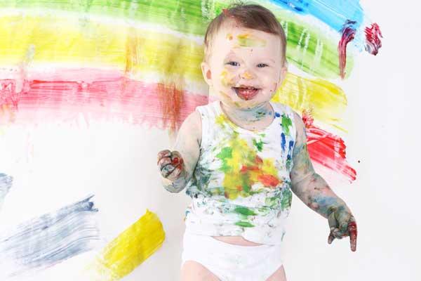 Как правильно постирать детские вещи - фото